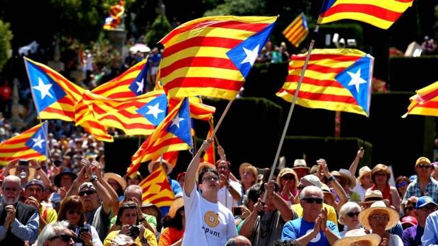 Vlasti-Ispanii-otmenili-deklaratsiyu-o-nezavisimosti-Katalonii.jpg