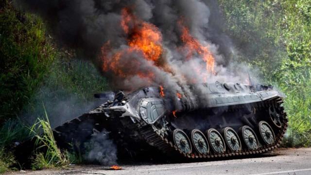 Protestyi-prodolzhayutsya-zhiteli-Ukrainyi-podzhigayut-tehniku-VSU.jpg